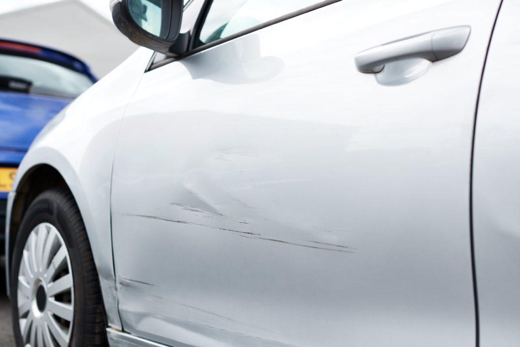 eliminar arañazos coche, imperfecciones coche, arañazos vehiculo, quitar arañazos coche